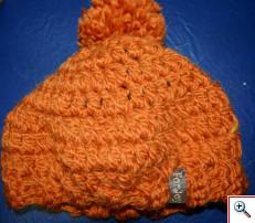 """Фирменная шапочка от социального бизнес-проекта """"Добрые вещи"""" дана за помощь вещами - 195,3 кг"""